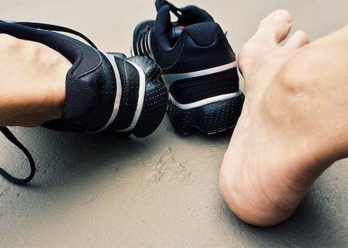 Immagine gratuita di calzature, moda, piedi, scarpe da ginnastica