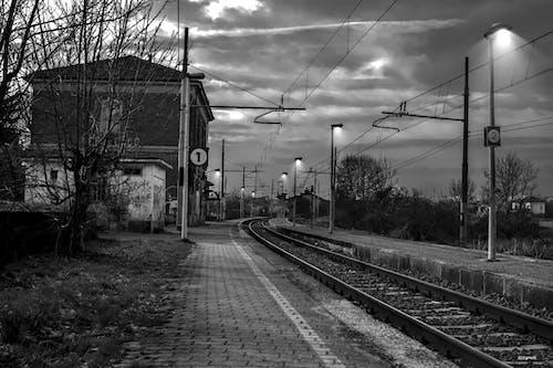 Δωρεάν στοκ φωτογραφιών με ασπρόμαυρο, ατσάλι, ΣΙΔΗΡΟΔΡΟΜΙΚΗ ΓΡΑΜΜΗ, σιδηρόδρομος