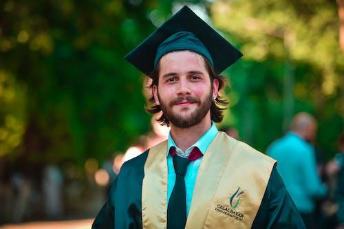 Безкоштовне стокове фото на тему «академічні регалії, Вибірковий фокус, випуск, випускатися»