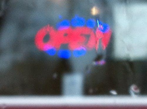 Foto d'estoc gratuïta de borrós, dia plujós, signe, signe obert