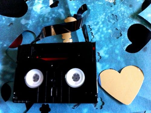 Foto d'estoc gratuïta de blau, cinta de vídeo, cors, daurat
