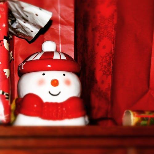 Foto d'estoc gratuïta de bosses, nadal, ninot de neu, paper de regal