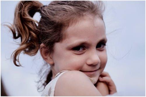 Immagine gratuita di adorabile, alla ricerca, bambino, bella ragazza