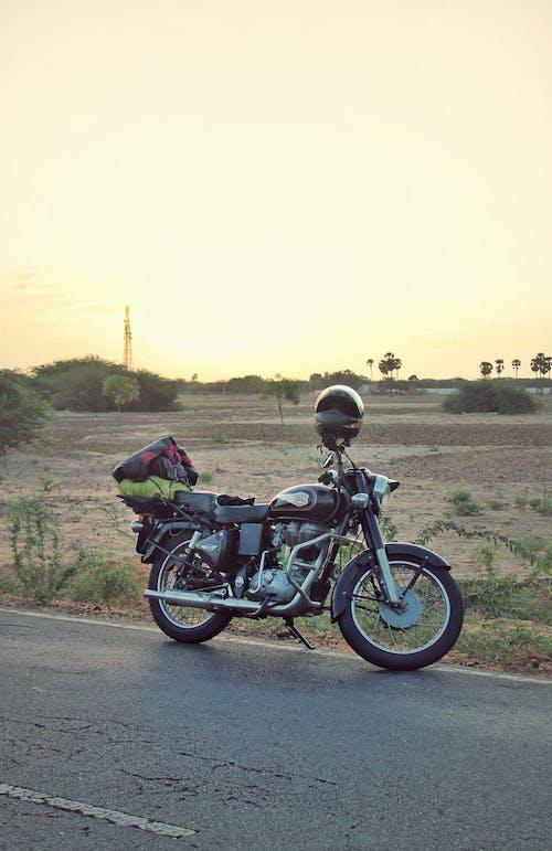 Ilmainen kuvapankkikuva tunnisteilla ajomatka, luonto, matkustaja, moottoripyöräilijä