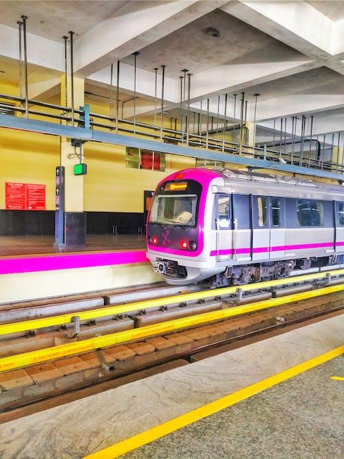 Ilmainen kuvapankkikuva tunnisteilla metro, metroasema, metrotrain