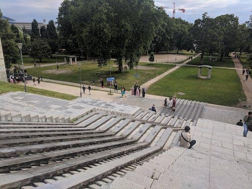 Fotobanka sbezplatnými fotkami na tému kroky, leto, parc bercy, Paríž