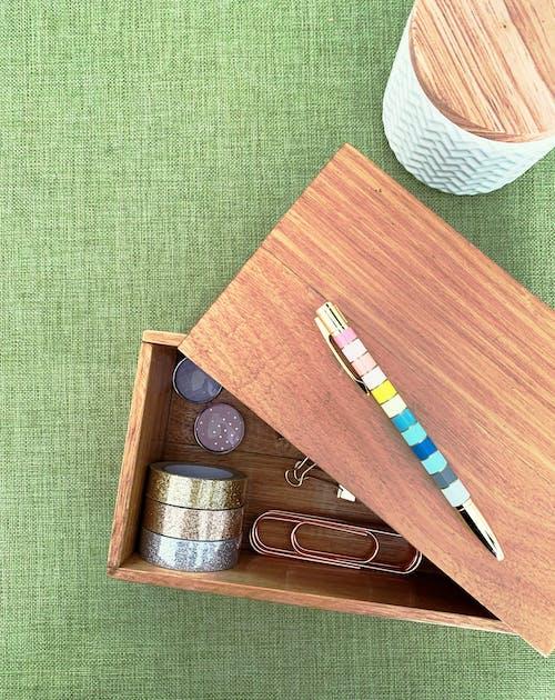 Ảnh lưu trữ miễn phí về bút đầy màu sắc, kẹp giấy, kẹp giấy vàng, nhãn dán lấp lánh