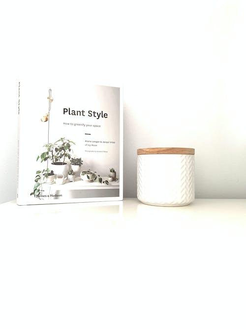 Kostenloses Stock Foto zu buch, desktop, desktop-hintergrund, minimalismus