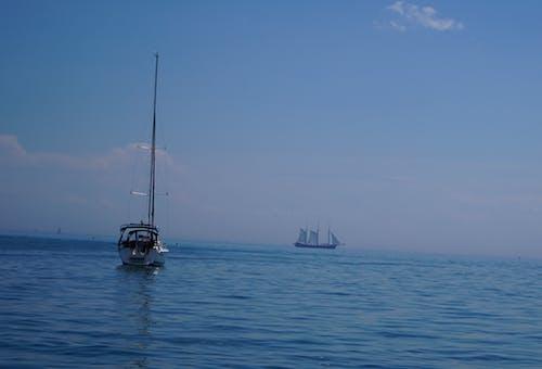 Darmowe zdjęcie z galerii z jezioro ontario, łodzie, niebieska woda, toronto