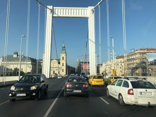 Ilmainen kuvapankkikuva tunnisteilla autot, kaupunki, silta