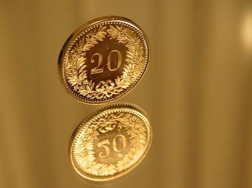 Kostnadsfri bild av fokus, guld, mässing, mynt