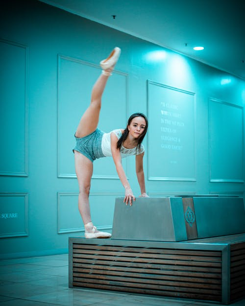 Fotos de stock gratuitas de actitud, adentro, bailarín, Bailarín de ballet