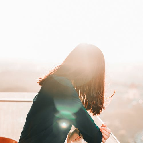 人, 咖啡色頭髮的女人, 太陽眩光, 女人 的 免費圖庫相片