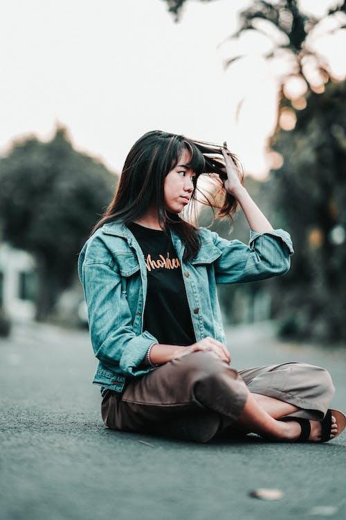 Ilmainen kuvapankkikuva tunnisteilla aasialainen nainen, asu, brunette, farkkutakki