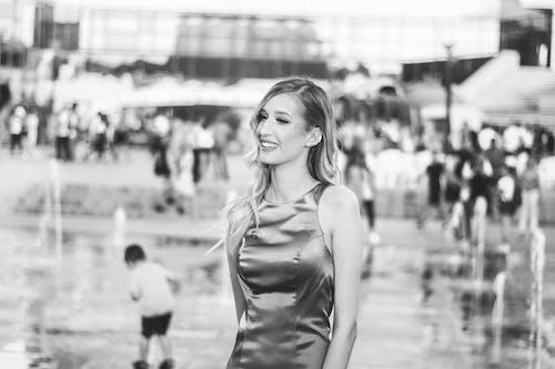 Foto stok gratis berbayang, berfokus, bersukacita, gaun