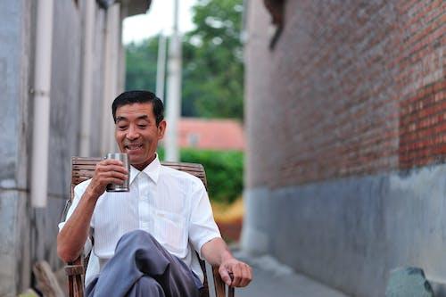 Fotobanka sbezplatnými fotkami na tému alkoholický jablkový mušt, Aziat, Ázijčan, ázijský muž