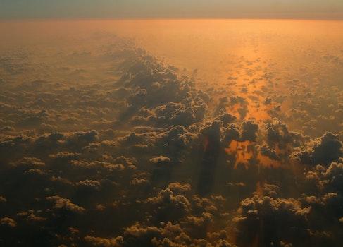 Kostenloses Stock Foto zu dämmerung, sonnenuntergang, fliegen, wolken