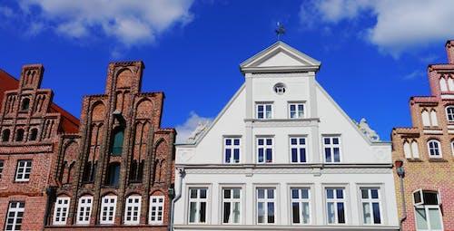 Foto d'estoc gratuïta de arquitectura, edificis, façana, finestres