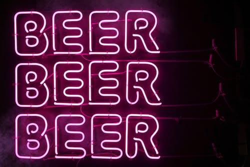Kostenloses Stock Foto zu alkohol, alphabet, beleuchtet, beschilderung