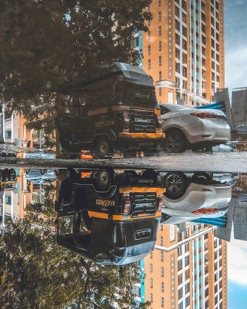 Бесплатное стоковое фото с mumbai, автомобиль, авторикша, вверх тормашками