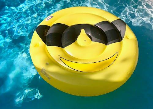 Fotobanka sbezplatnými fotkami na tému bazén, biela, emotikon, exteriér