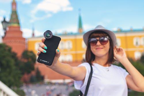 Fotobanka sbezplatnými fotkami na tému Ážijčanka, dômyselný prístroj, dotyková obrazovka, fotenie