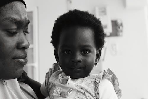 คลังภาพถ่ายฟรี ของ ความชัดลึก, ชาวไนจีเรีย, ทารก, น่ากอด
