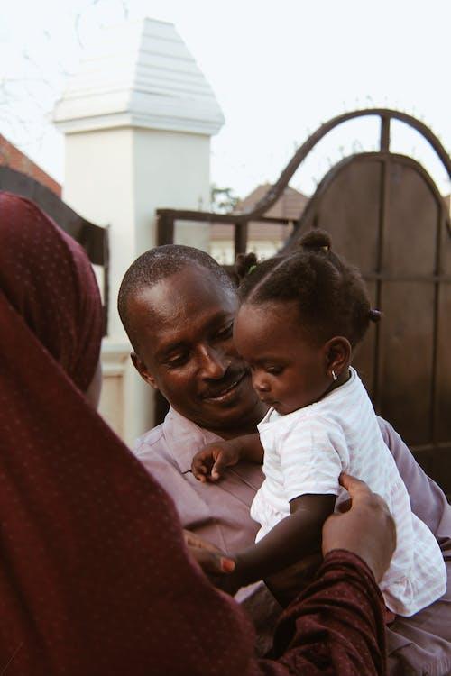 คลังภาพถ่ายฟรี ของ ครอบครัว, ความชัดลึก, ความเป็นพ่อ, ชายแอฟริกัน