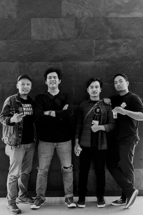 กลุ่ม, การถ่ายภาพขาวดำ, การยืน