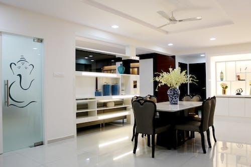 Gratis lagerfoto af boligindretning, bord, indendørs, møbler
