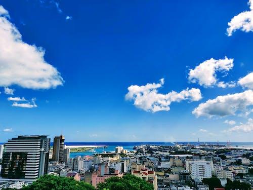 Foto d'estoc gratuïta de edificis, fons blau, núvol, vista a la platja