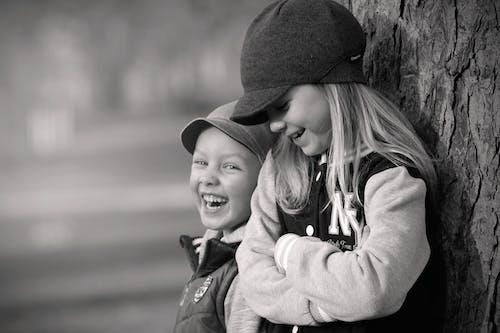 Foto d'estoc gratuïta de adorable, amor, blanc i negre, bufó