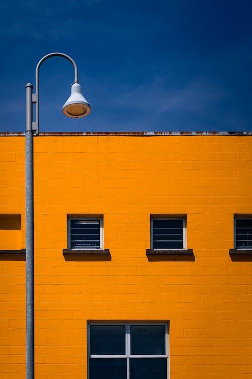 Бесплатное стоковое фото с апельсин, архитектура, геометрический, голубой