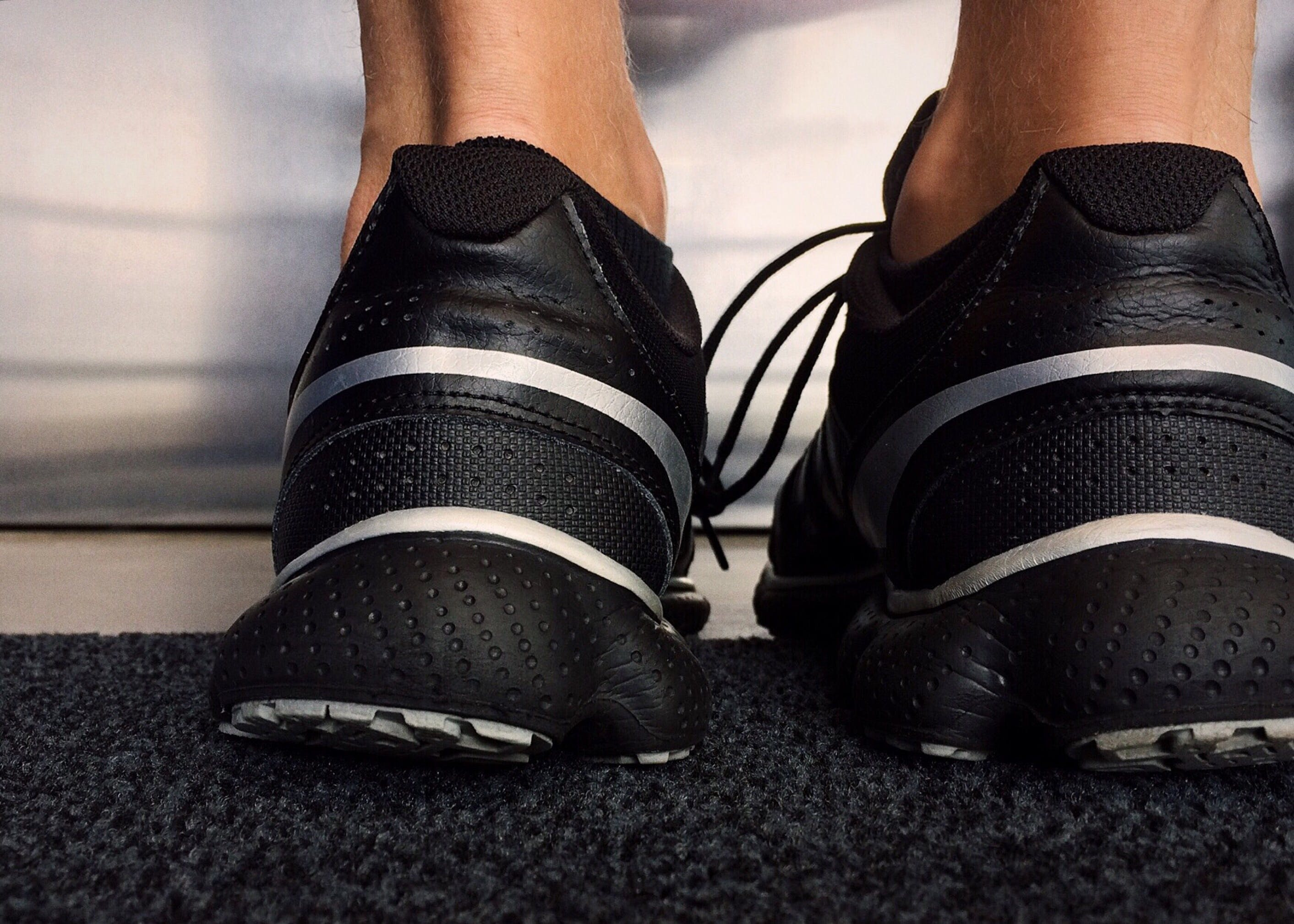 Kostenloses Stock Foto zu fußbekleidung, füße, schuhe, sneakers