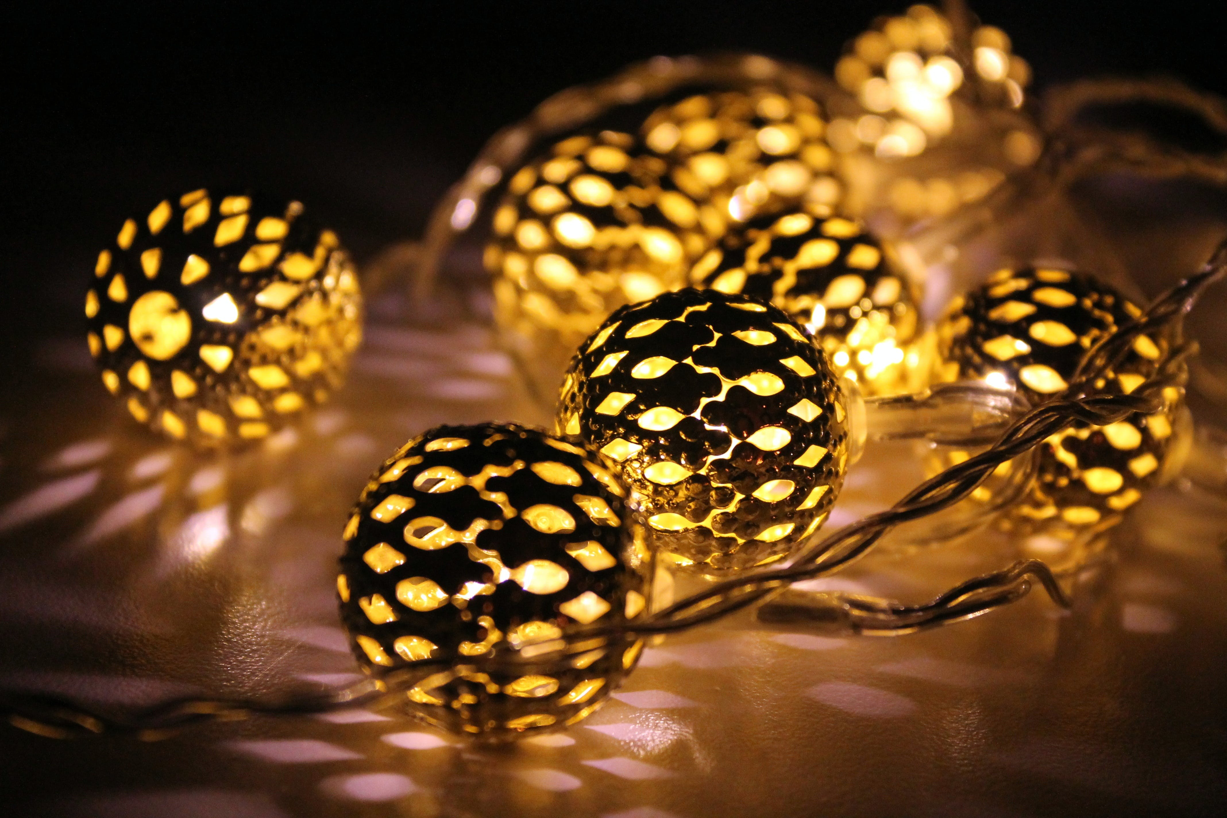 Black-and-yellow String Lights