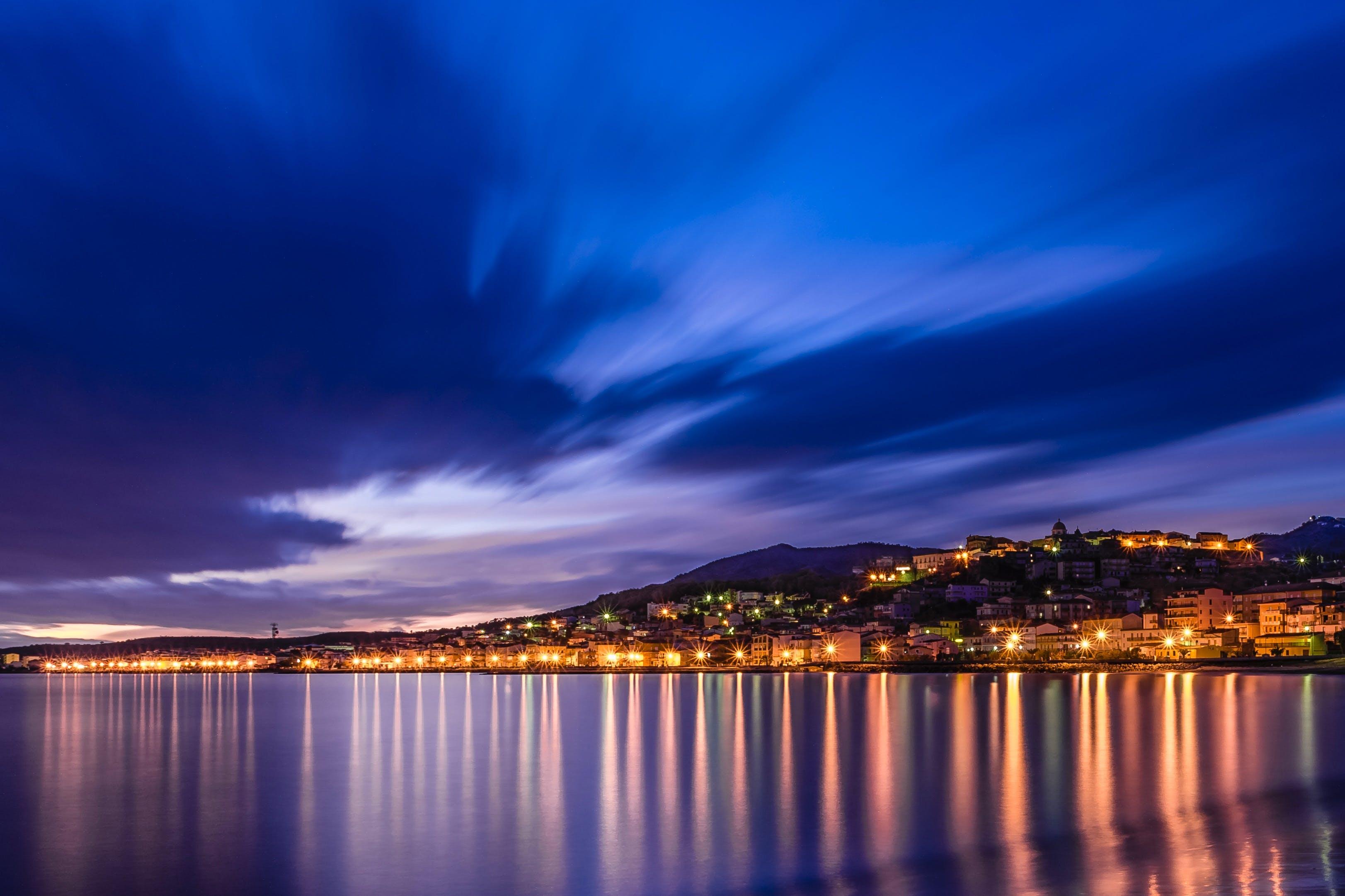 Fotos de stock gratuitas de agua, amanecer, cielo azul, ciudad