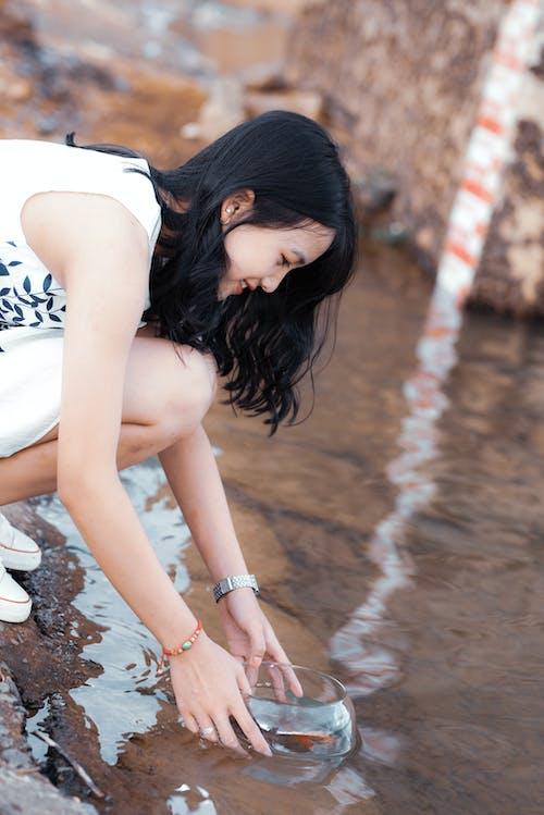 Základová fotografie zdarma na téma osoba, ryba, žena