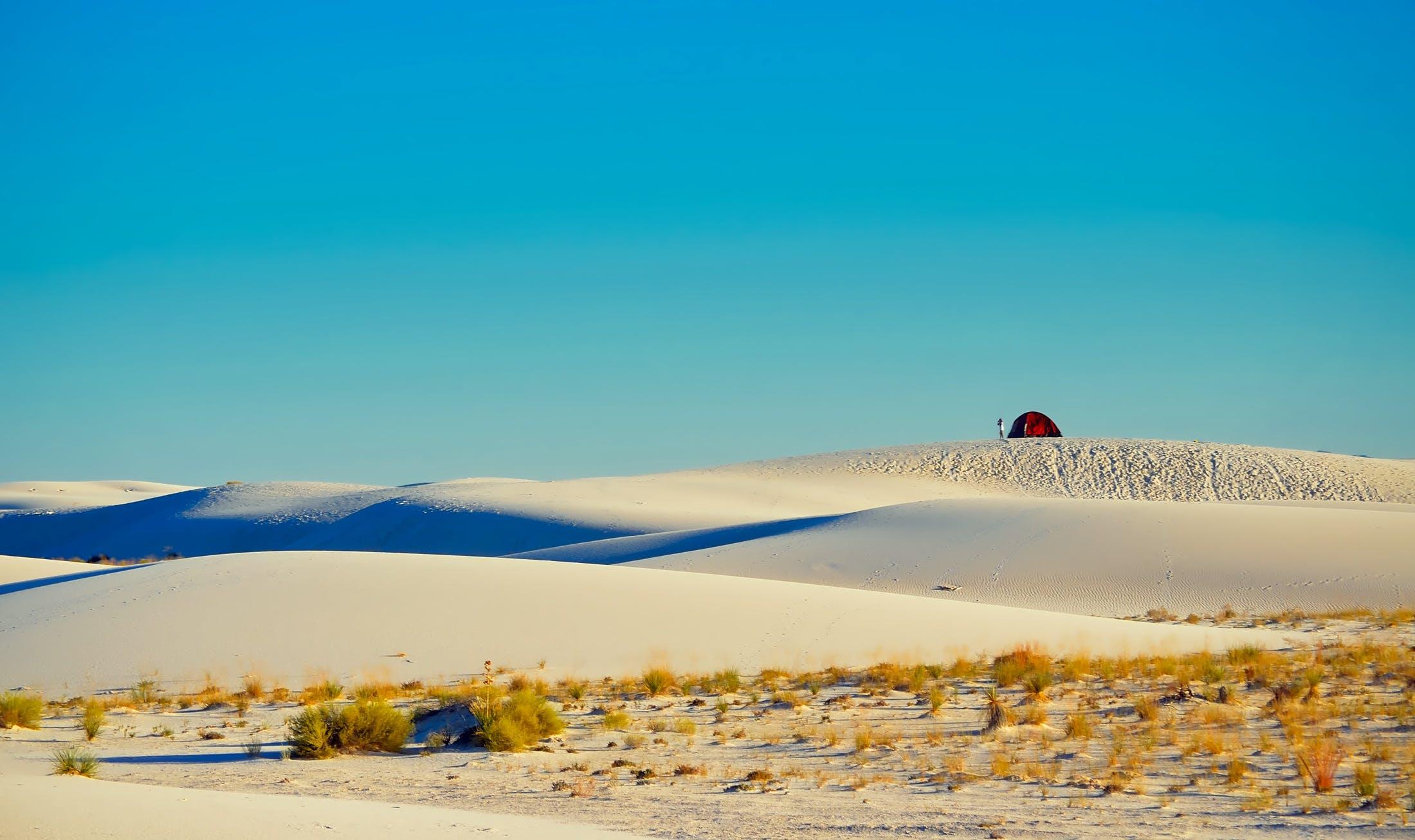 Kostenloses Stock Foto zu blauer himmel, campingplatz, draußen, dünen