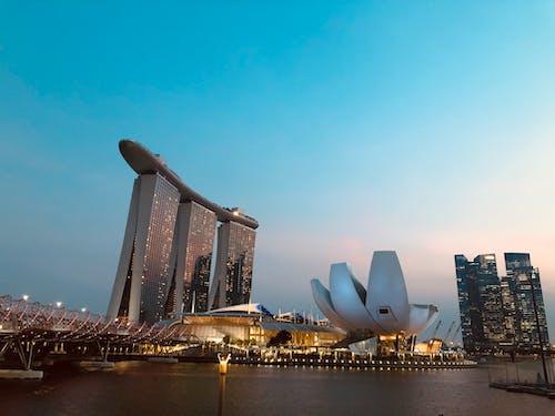 Foto d'estoc gratuïta de alba, arquitectura, centre de la ciutat, ciutat