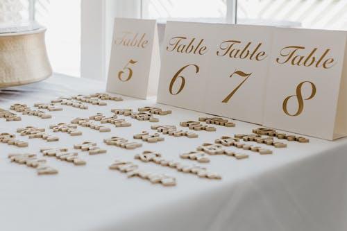 Ilmainen kuvapankkikuva tunnisteilla häät, kattaus, pellava, pöytä