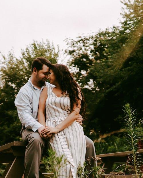 Δωρεάν στοκ φωτογραφιών με άνδρας, άντρας, γρασίδι, γυναίκα