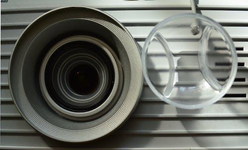 Detail čočky projektoru