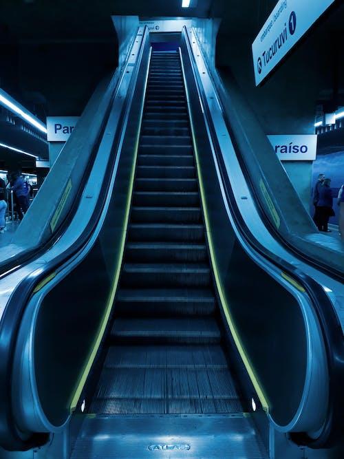 Základová fotografie zdarma na téma eskalátor, perspektiva, prázdný