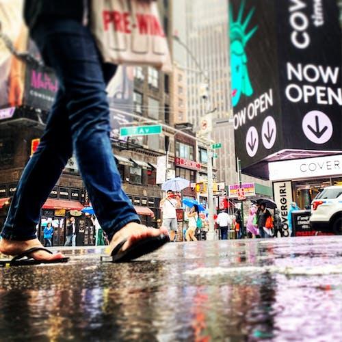 คลังภาพถ่ายฟรี ของ การเดิน, ถนน, รองเท้าแตะ, เท้า