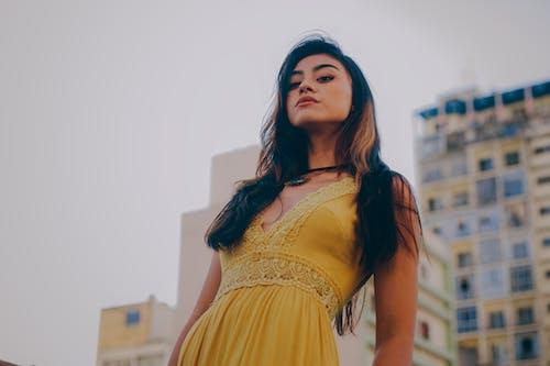 Gratis lagerfoto af asiatisk, brunette, dragende, iltre
