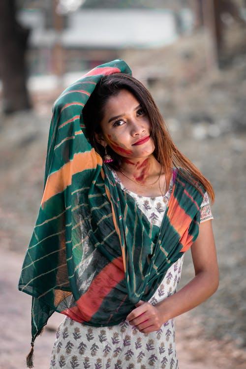 印度女人, 咖啡色頭髮的女人, 圍巾, 女人 的 免費圖庫相片