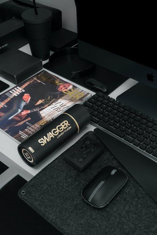 Základová fotografie zdarma na téma časopis, černá, doma, fotografování produktů