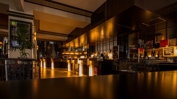 Kostenloses Stock Foto zu licht, stadt, restaurant, menschen