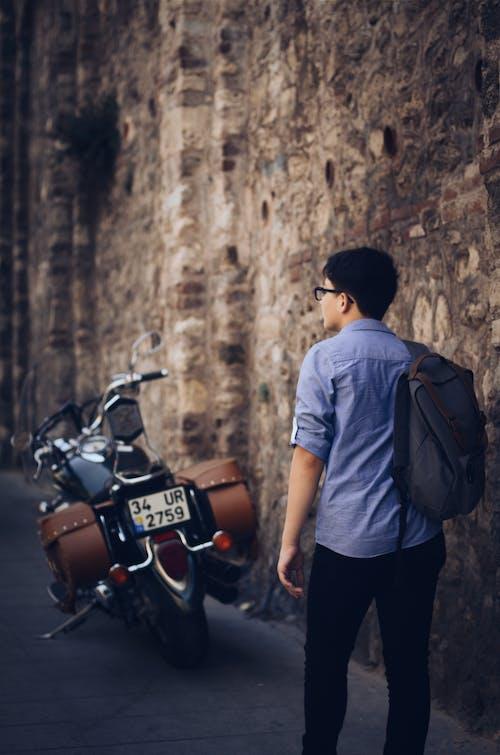 Fotobanka sbezplatnými fotkami na tému batoh, cesta, cestovať, denné svetlo