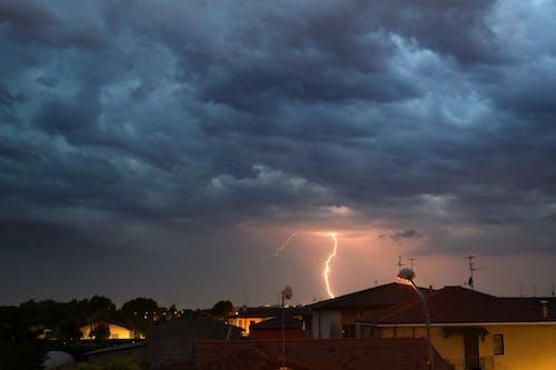 Ingyenes stockfotó éjszaka, elektromosság, tunderbolt, vihar témában